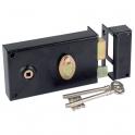 Serrure à gorge en applique noire droite à fouillot - Clé L - Axe à 52 mm - Série 730 - DOM